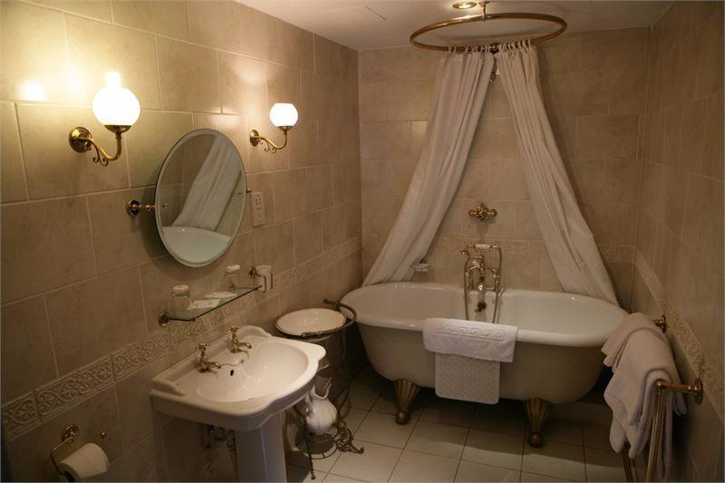 the-saracens-head-hotel-image10