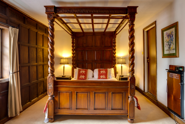 the-saracens-head-hotel-image11